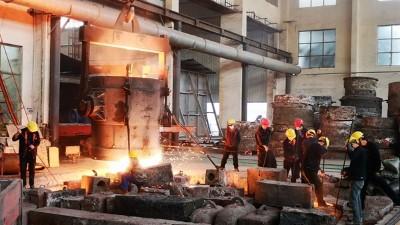 千度的钢水是怎样浇铸出铸钢件的呢?